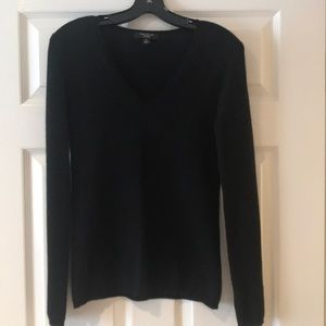 100% black cashmere v-neck sweater